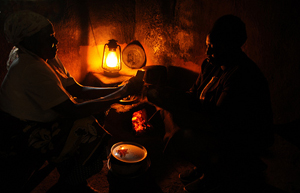 Many women in rural Kenya still use a kerosene lamp to light their home.© Andres Bifani/Lighting Africa 2012.